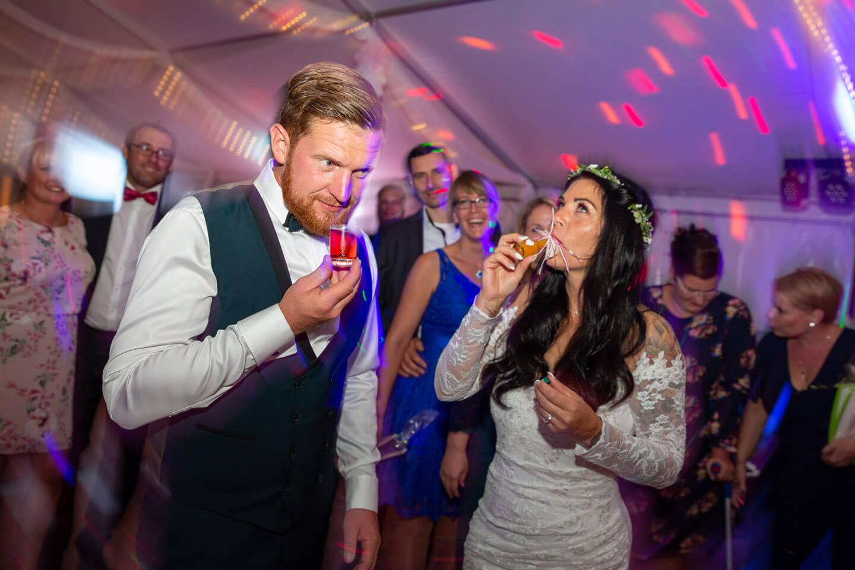 Partyfotos bei einer Hochzeitsfeier