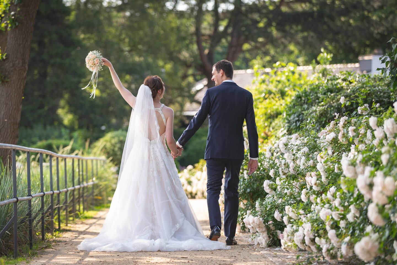 Brautpaarshooting bei Hochzeit an der Elbe