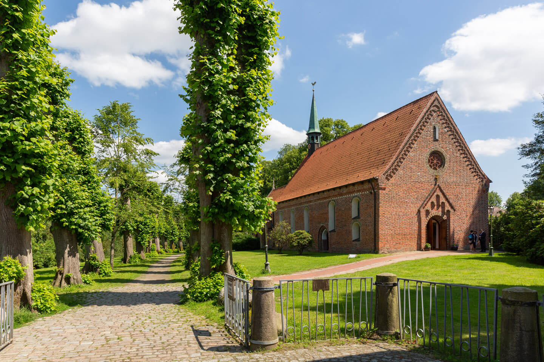 Die St.-Gabriel-Kirche in Haseldorf bei Wedel
