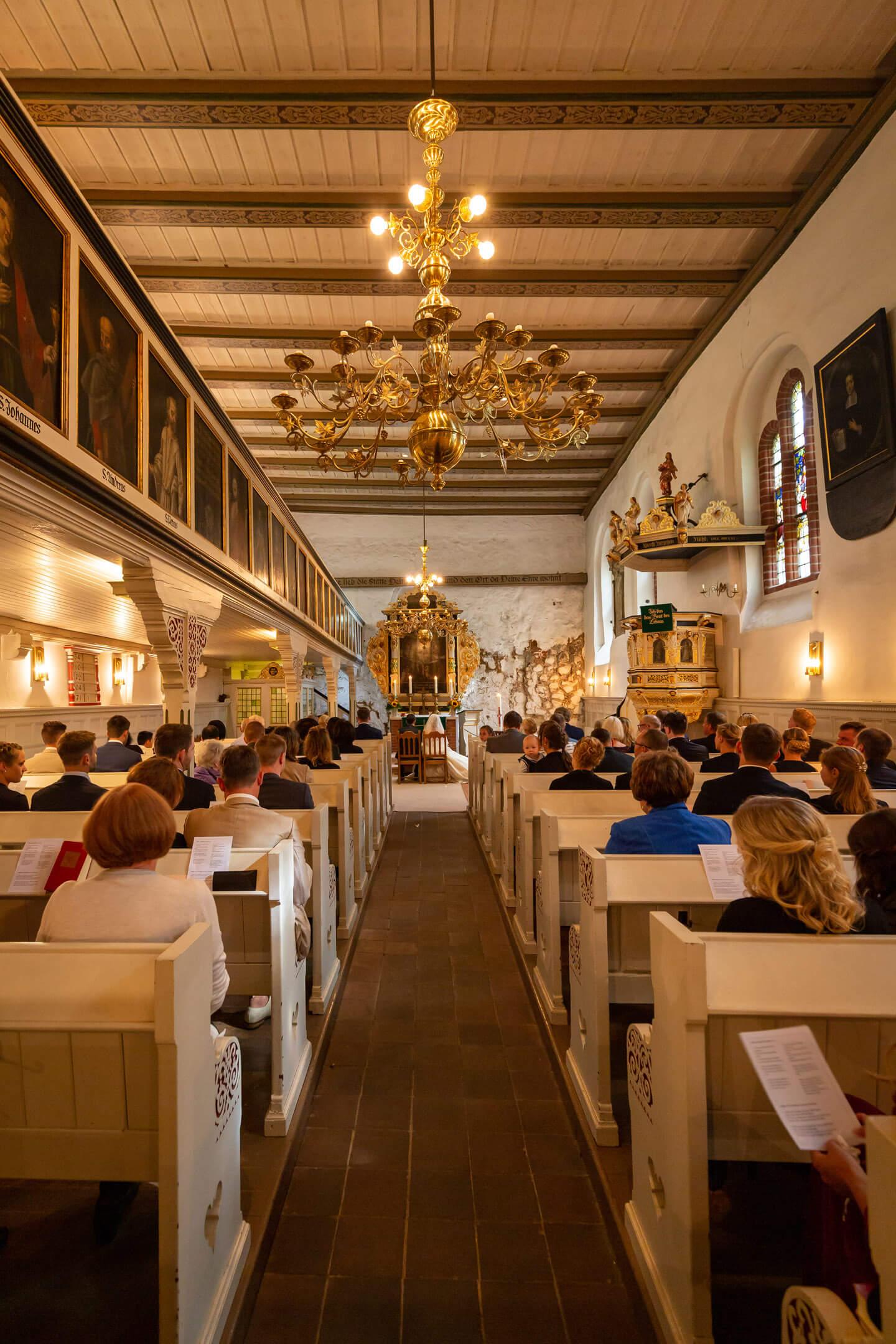 Gut gefüllte Kirche