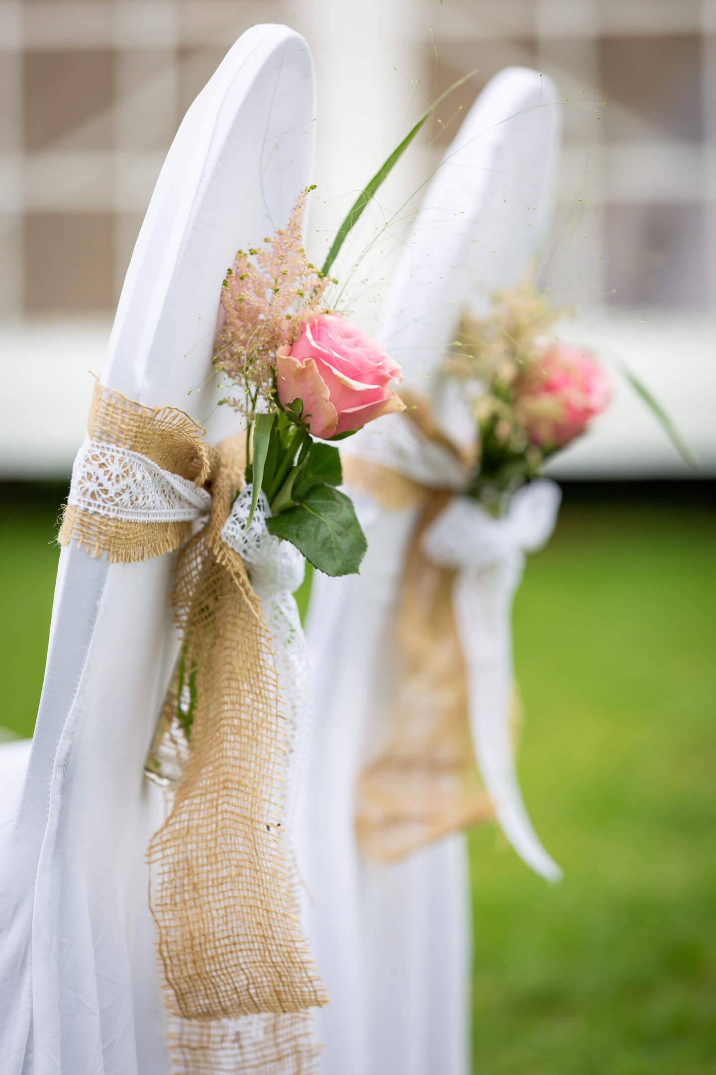 Stuhldeko für Hochzeit im Garten