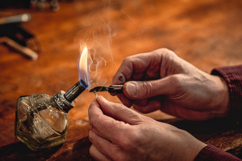 Detailfoto beim Shooting in der Hamburger Werkstatt des Geigenbauers Sielaff