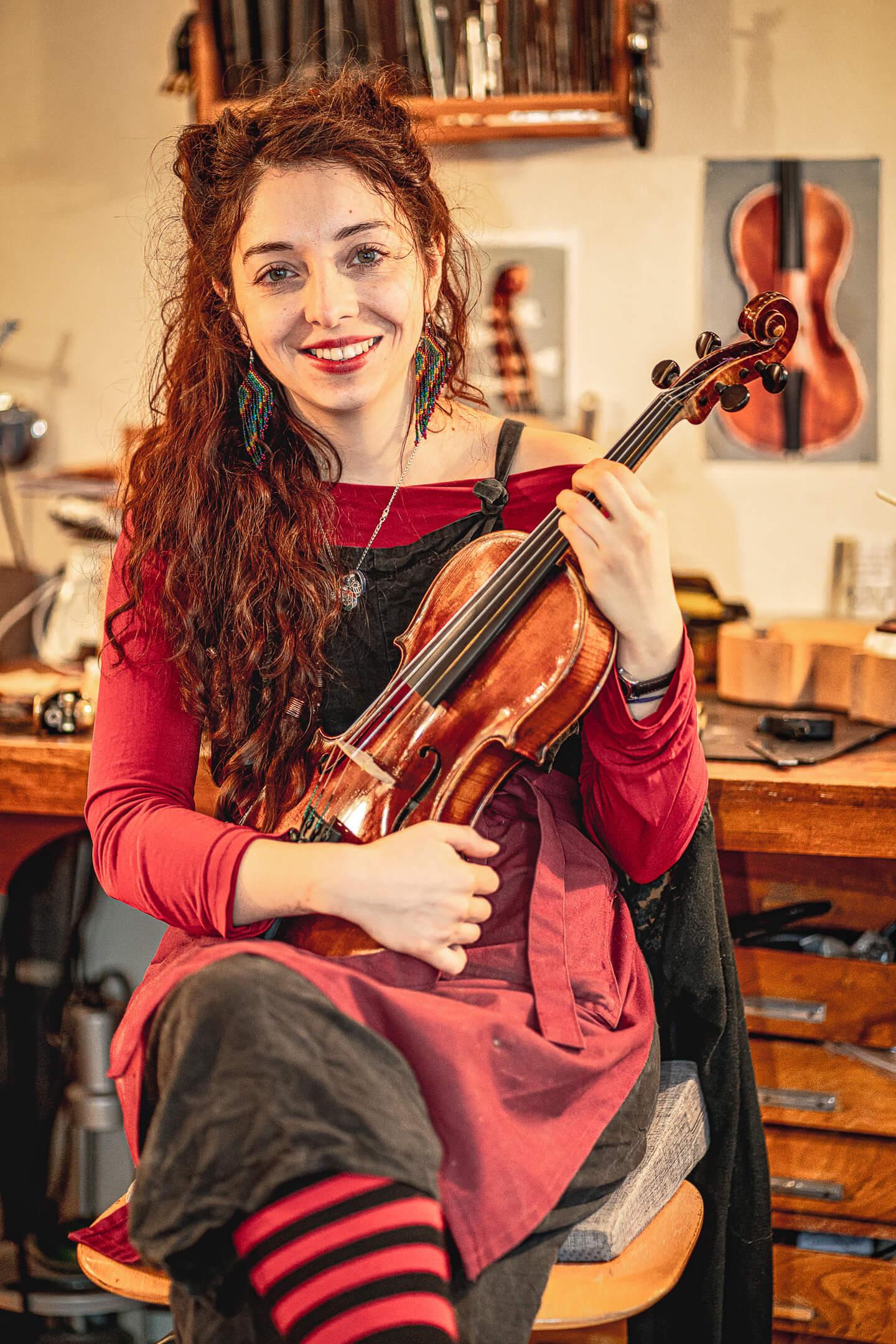 Geigenbauerin Pilar Nunez