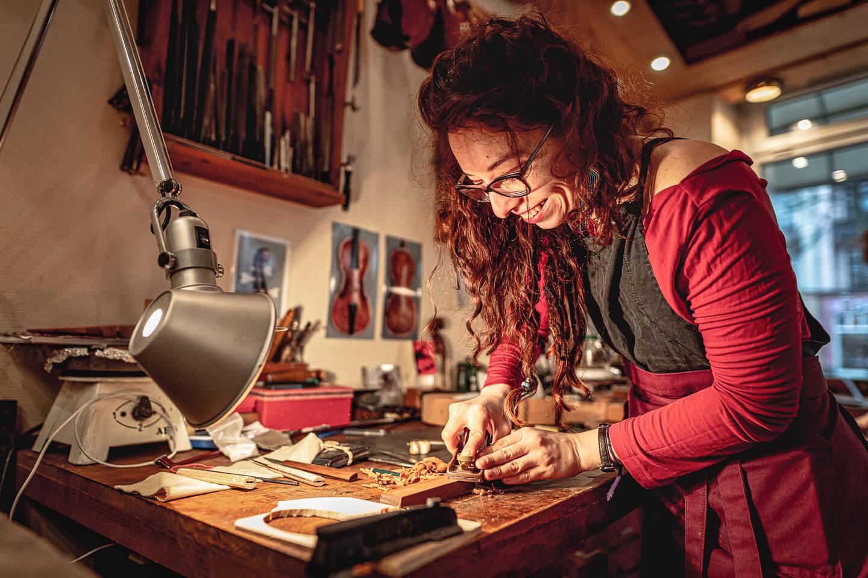 Handwerkerin bei der Arbeit - fotografiert von Florian Läufer