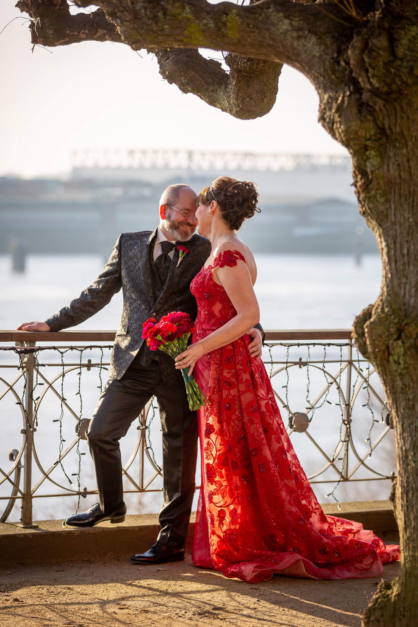 Hochzeitsfoto an der Elbe beim Hotel Jacob
