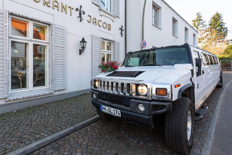 Hummer vor dem Hotel Jacob