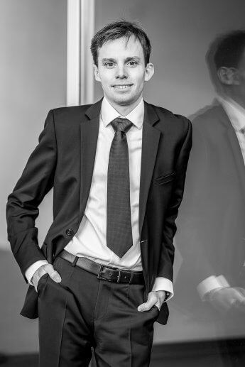 Bewerbungsfoto von Mann im Business Dress