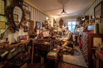 Handwerker fotografieren. Hier: Brillenmacher Jörn Dackow in seiner kleinen Manufaktur bei Hamburg. (Foto: Florian Läufer)