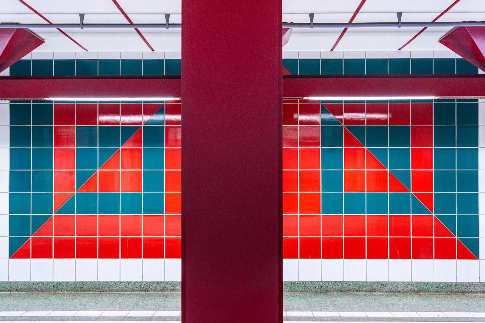 kacheln im Bahnhof Hagendeel