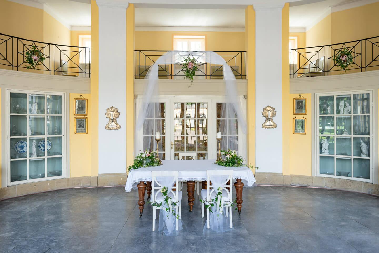 Geschmückter Saal für standesamtiche Trauung