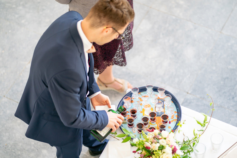 Jägermeister beim Trinkspiel auf einer Hochzeitsfeier auf Gut Altenhof