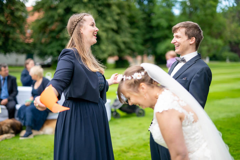Ausgelassene Stimmung beim Hochzeitsspiel