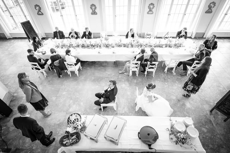 Hochzeitsspiel an der Tafel