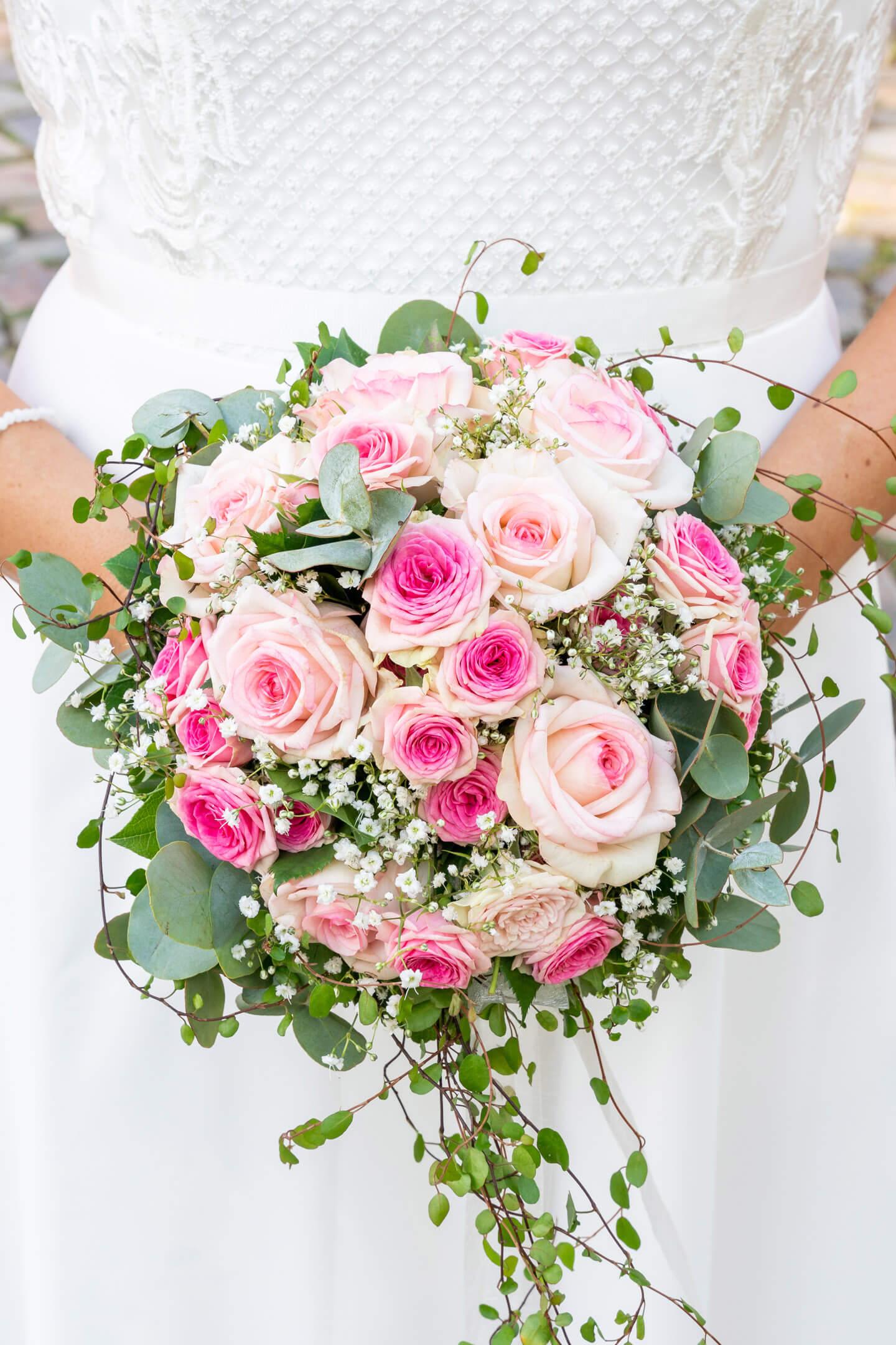 Traumhafter Brautstrauss mit rosafarbenen Rosen