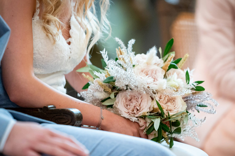 Brautstrauss in den Händen der Braut bei einer Hochzeit in Buxtehude