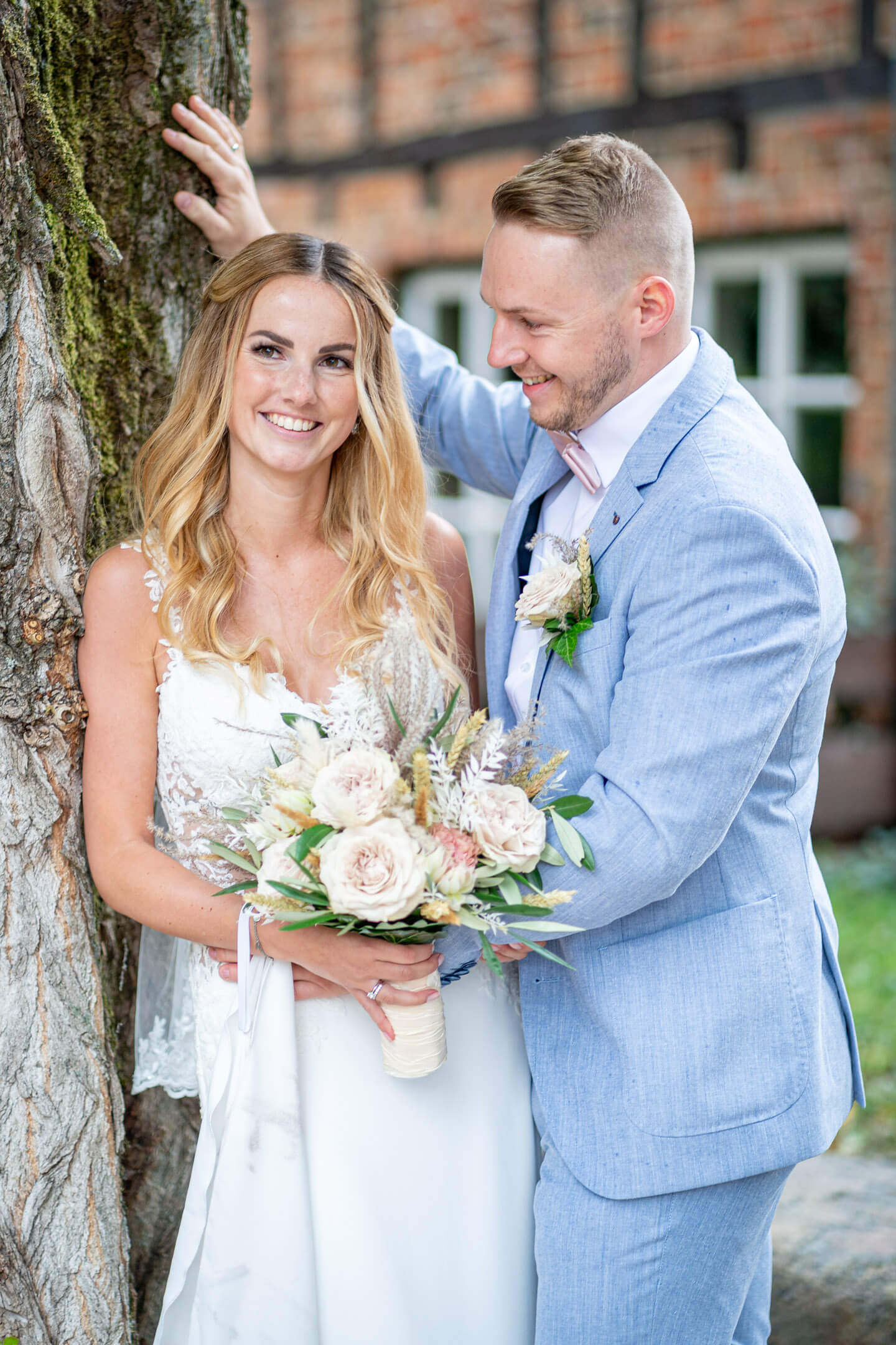 Hochzeitsfotos vor Fachwerkhaus in Buxtehude