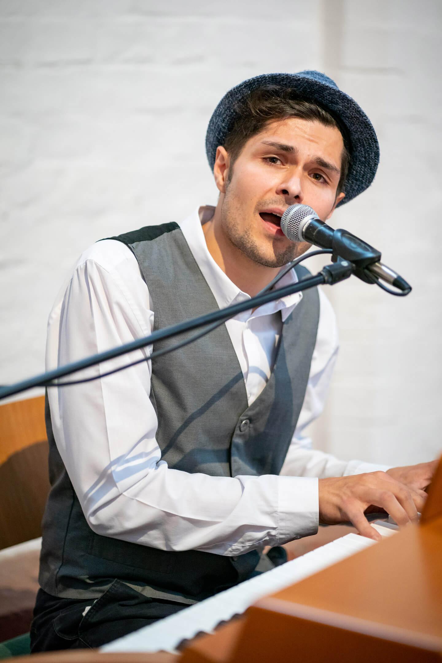 Christian Martius singt in der Petri Kirche in Buxtehude