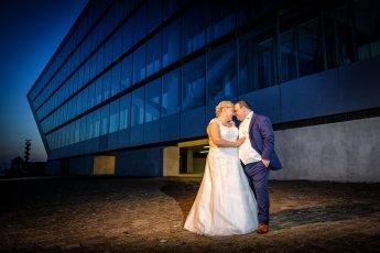 Hochzeitsfotos bei Nacht am Dockland im Hamburger Hafen