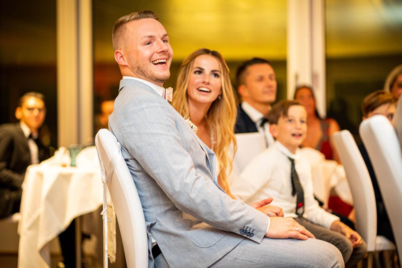 Hochzeitspaar auf ihrer Feier im Emporio Tower in Hamburg