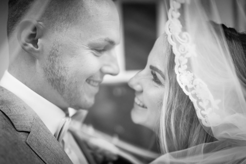 Brautpaar unter dem Schleier
