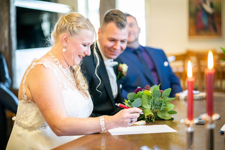 Unterschrift der Braut auf der Heiratsurkunde