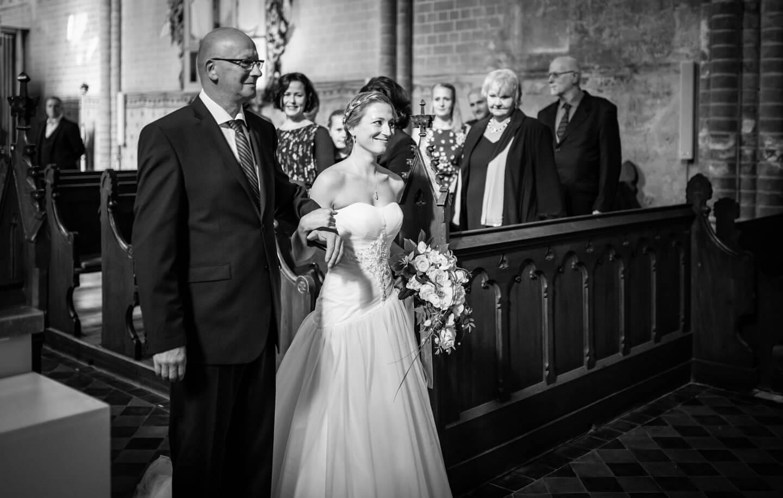 Einzug der Braut mit ihrem Papa im Kloster Malchow