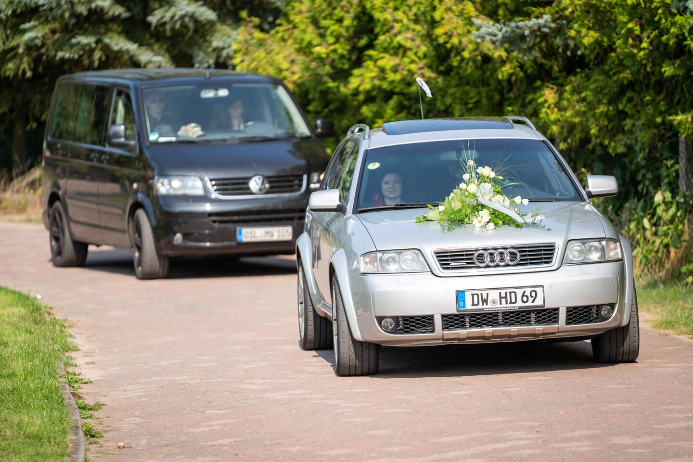 Hochzeitsauto trifft ein.