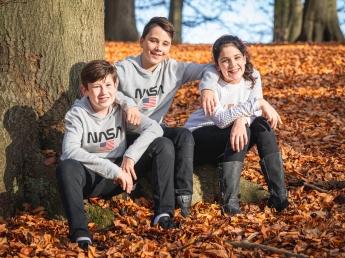 Herbst-Fotoshooting mit Kindern im Wald