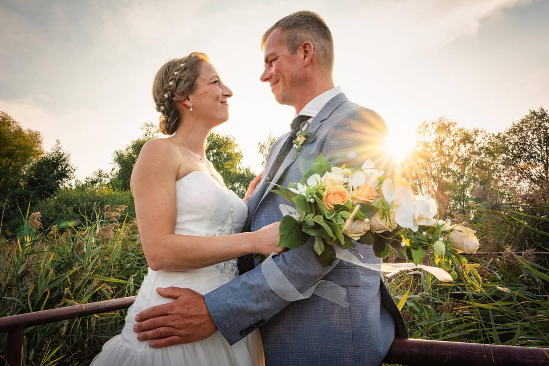 Landhochzeit am Fleesensee. Hochzeitsfotograf Florian Läufer aus Hamburg machte dieses tolle Hochzeitsfoto.