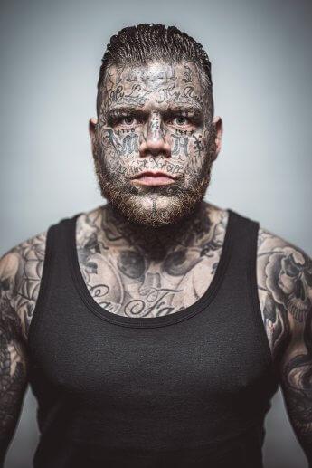 Portrait des Rappers Daniel Gun. Foto: Florian Läufer, Hamburg