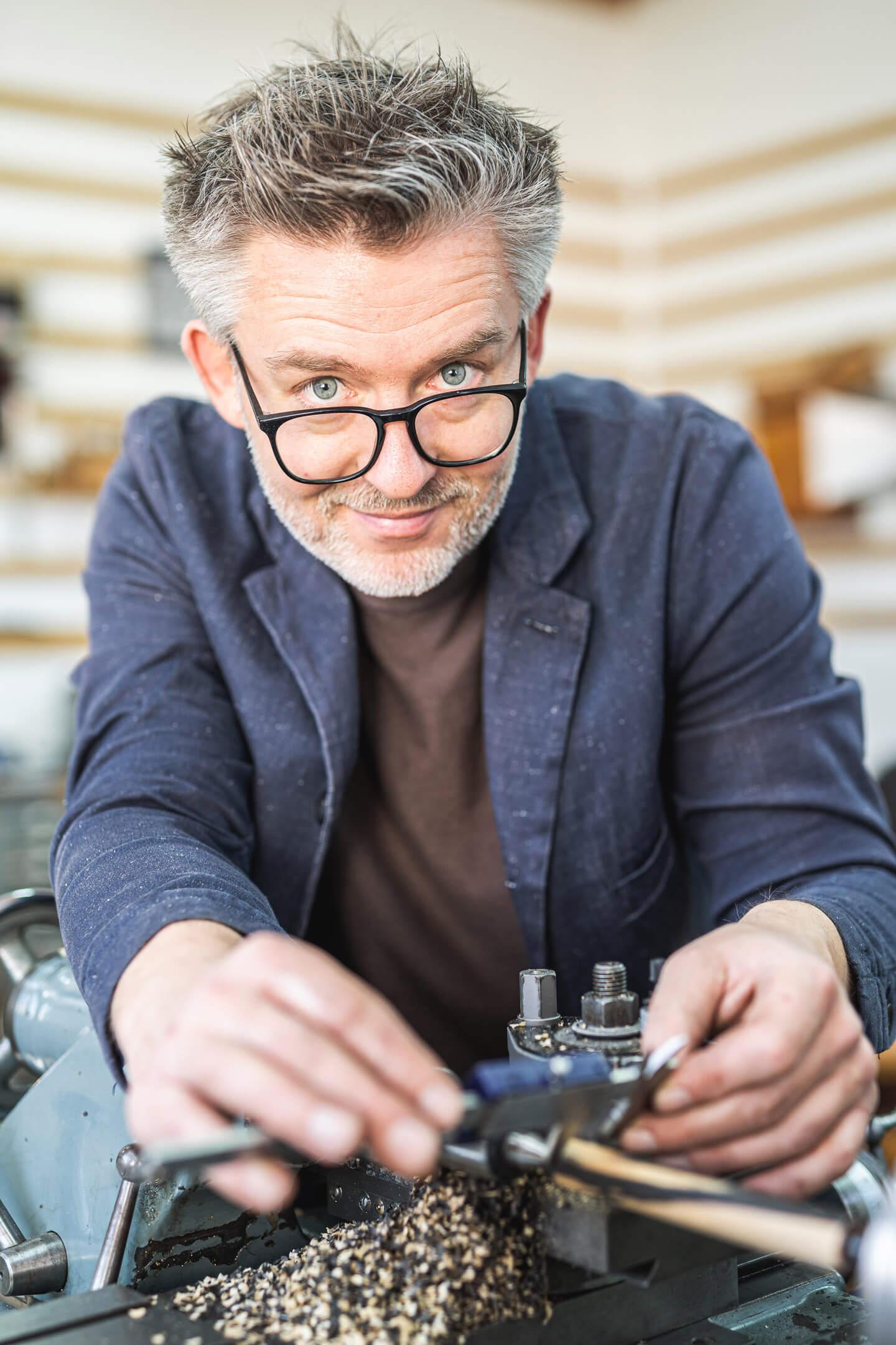 Portraitfoto vom Handwerker Frank Pressentin (Elbwood)