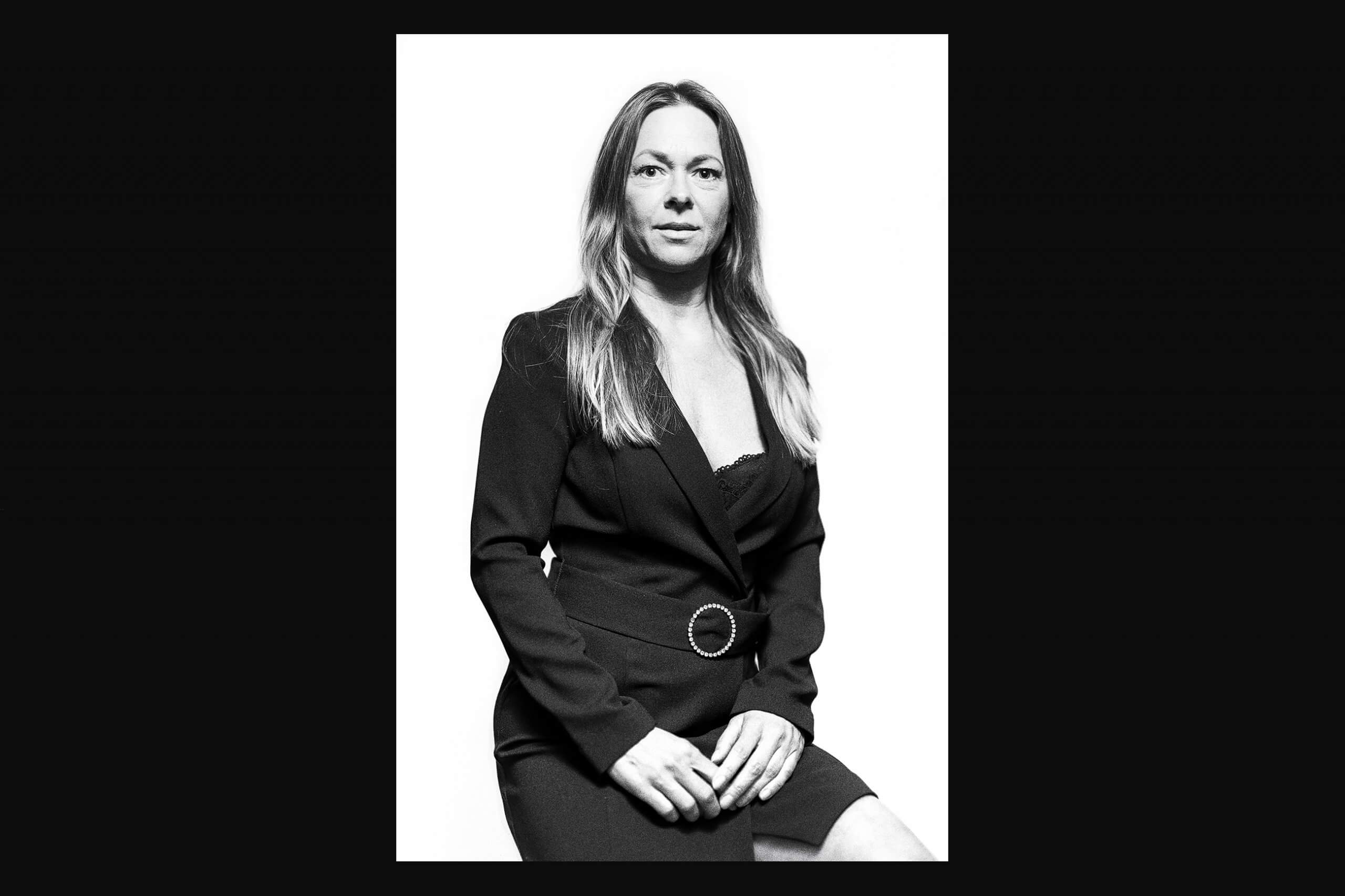 Damen Portraitfoto in schwarzweiß