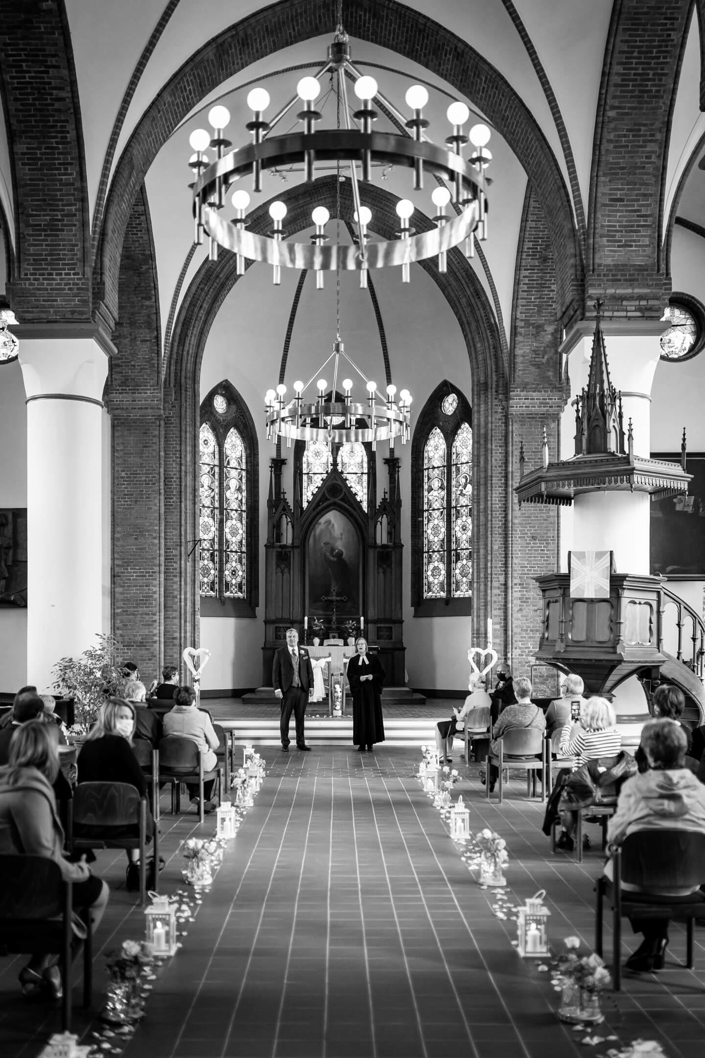 geschmückte Kirche zur Trauung