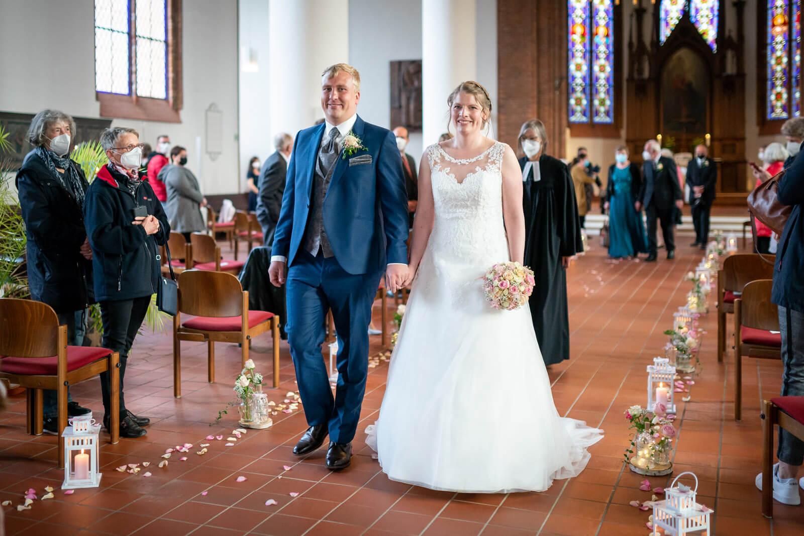 Auszug des Brautpaars nach Hochzeit in Nortorf