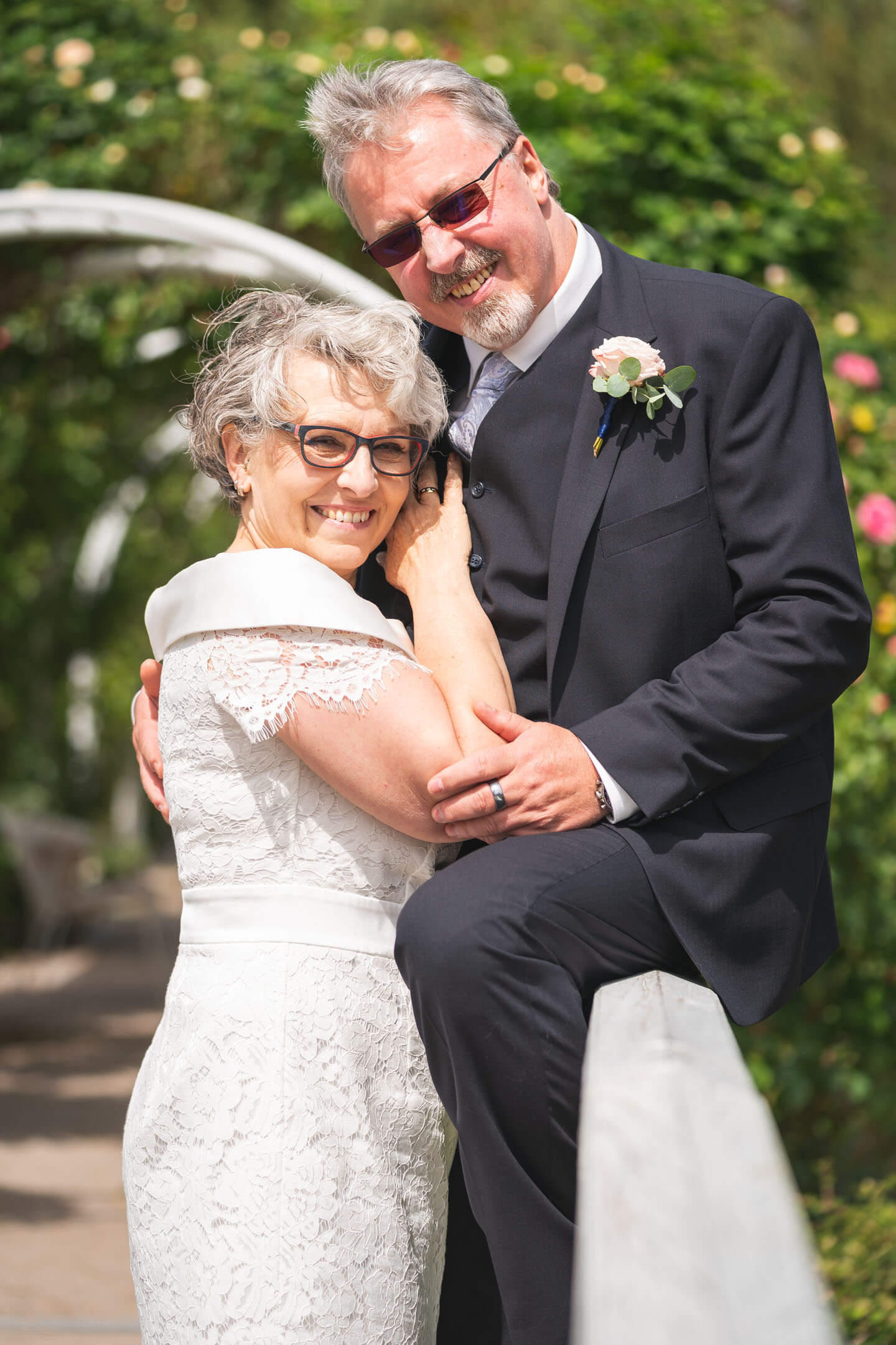 Brautpaar auf der Brücke der Hochzeitsinsel