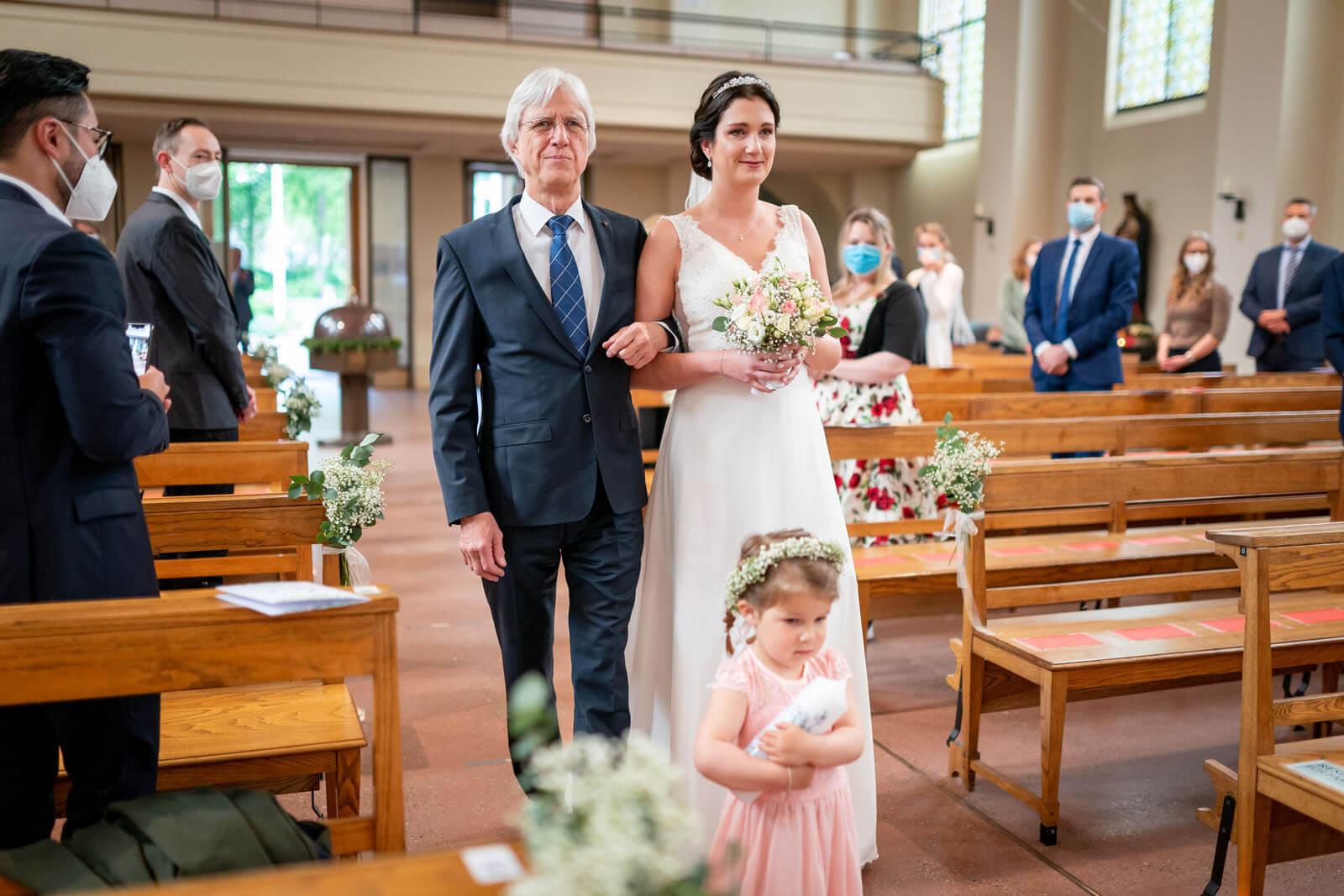 Einzug der Braut bei Hochzeit im kleinen Michel Hamburg.