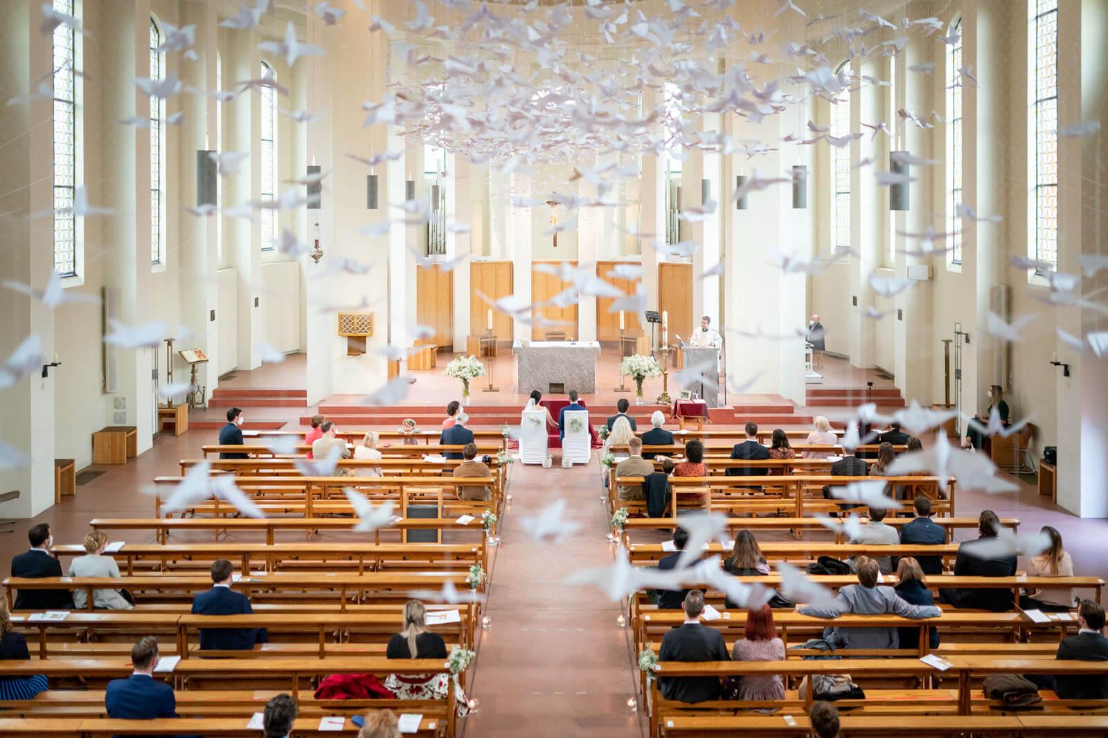 Fotograf Florian Läufer hielt diese schöne Stimmung einer Hochzeit im kleinen Michel Hamburg fest.