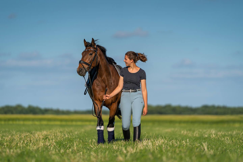 Marietta mit Pferd Fridolin