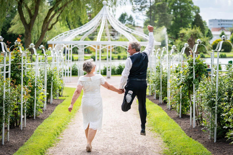 Witzige Hochzeitsfotos. Tschakkaaa! Foto: Florian Läufer