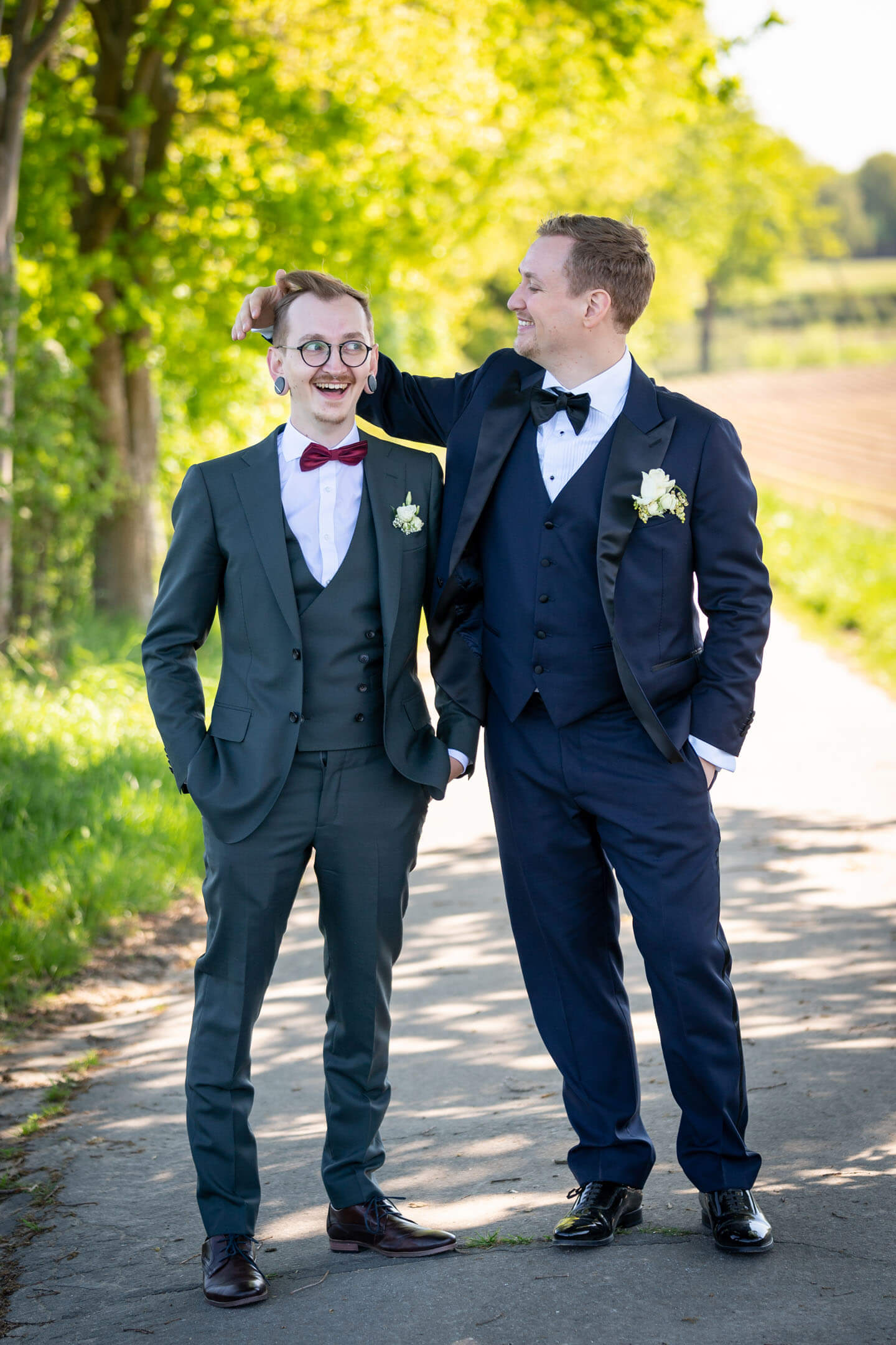 Witziges Fotos von zwei Brüdern