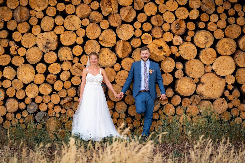 Natürliche Hochzeitsfotos entstehen in der Natur