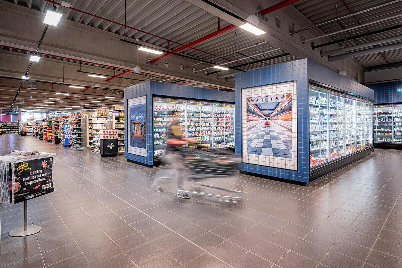 Der Edekamarkt Woelm in Hamburg-Billstedt mit Fotografien von Florian Läufer