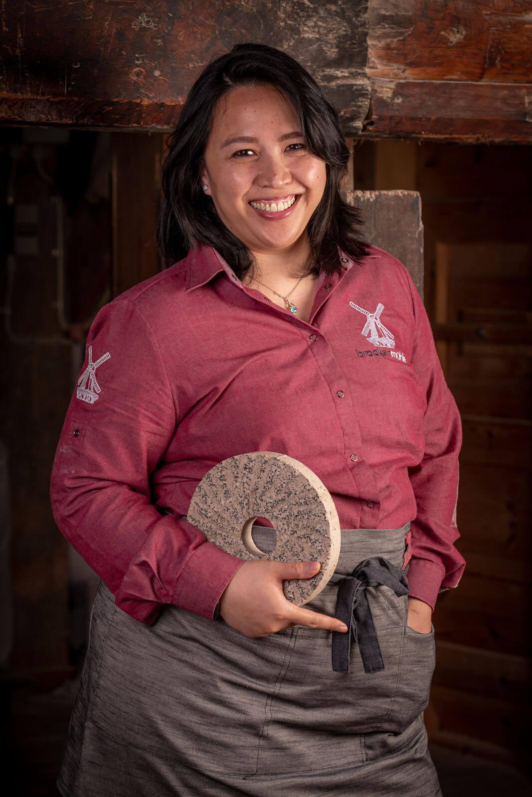 Mitarbeiterin der Braaker Mühle