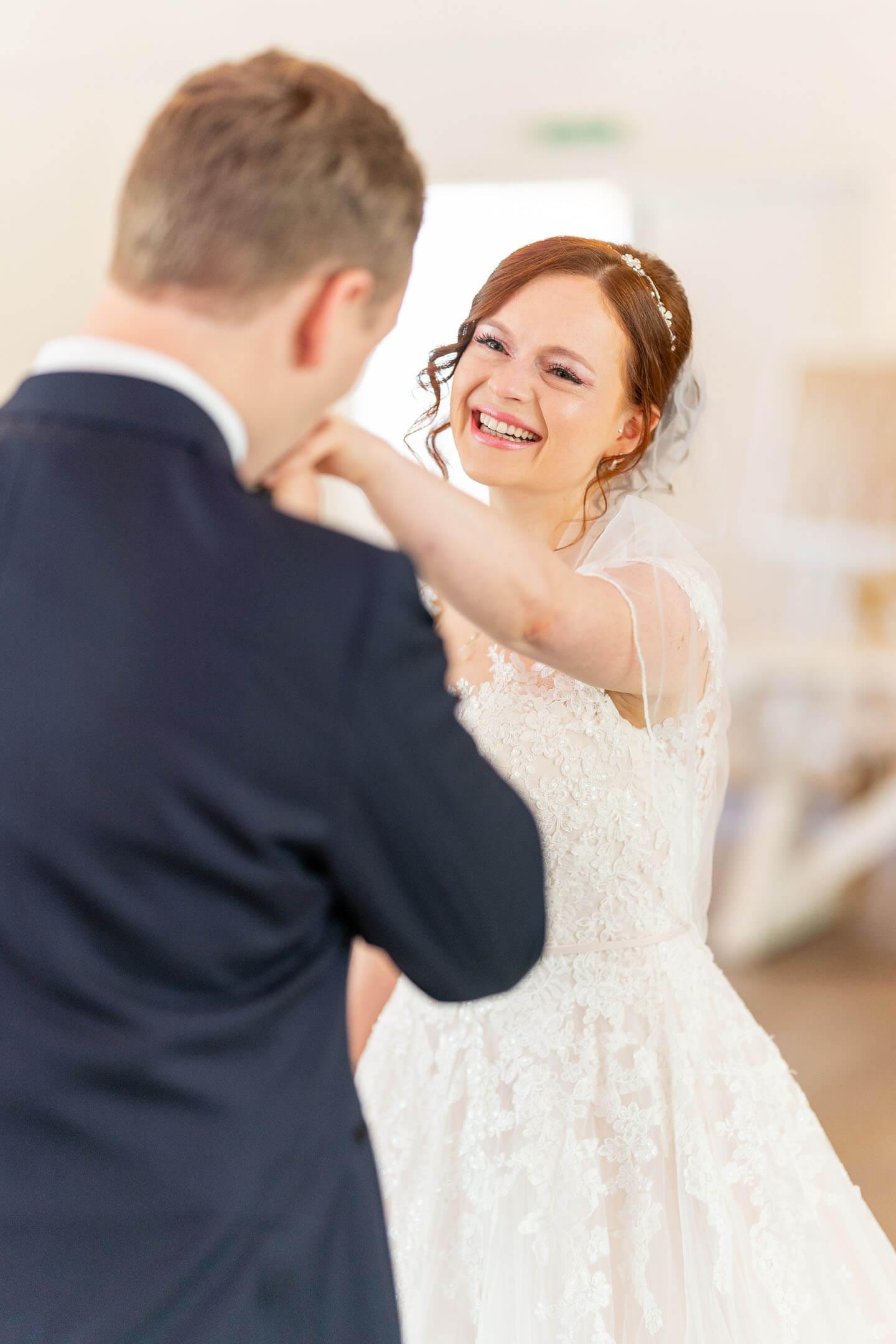Handkuss für die Braut.
