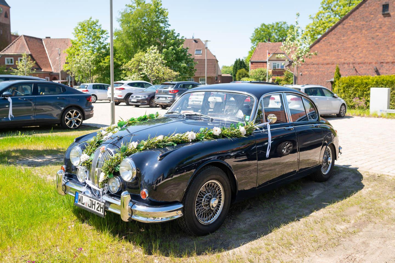Oldtimer als Hochzeitsauto.