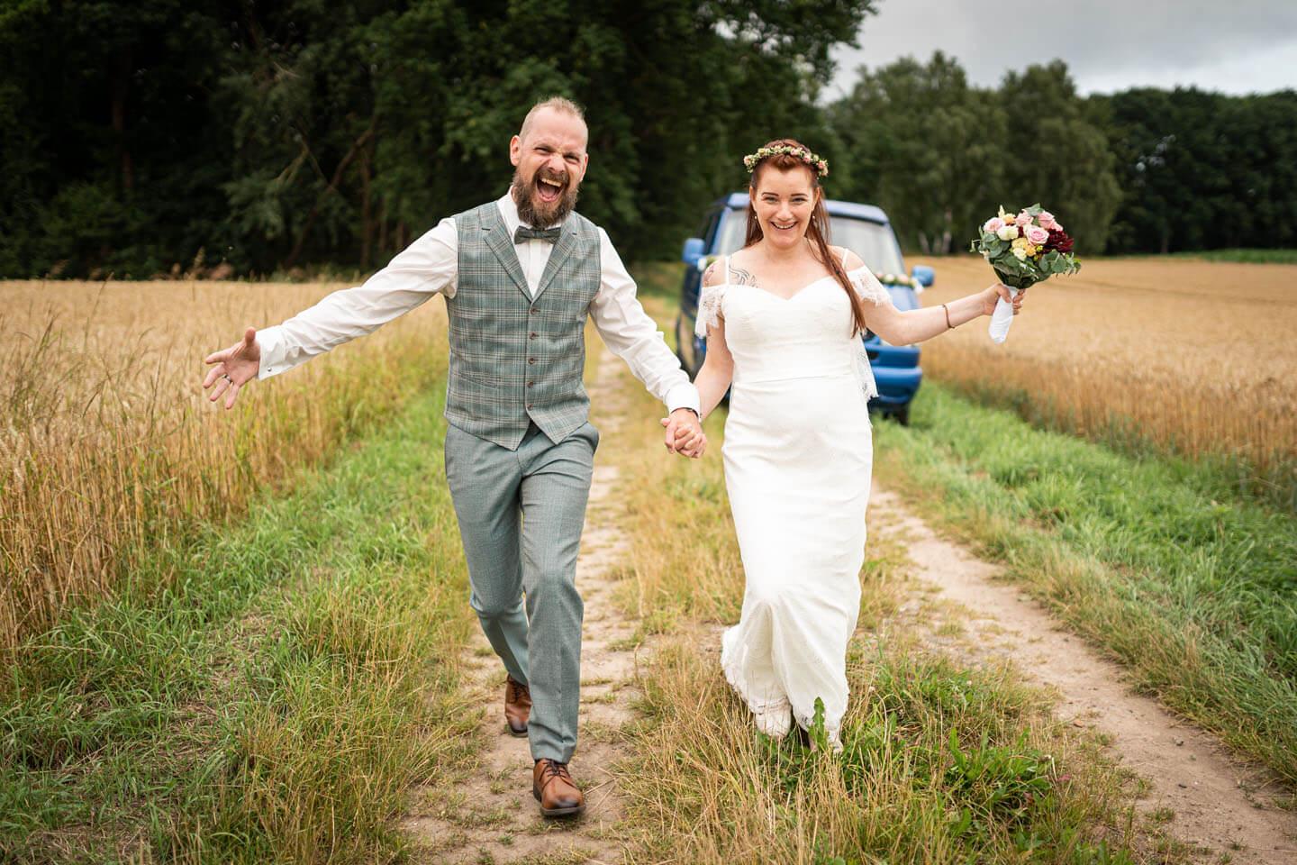 Boho-Hochzeit mit verrückten Hochzeitsfotos von dem Hamburger Fotografen Florian Läufer