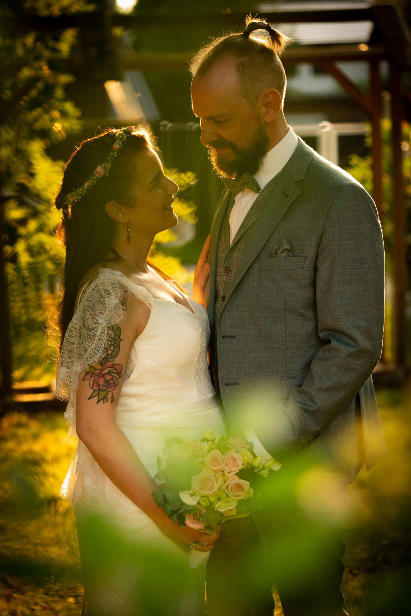 Hochzeitsfoto im letzten Sonnenlicht